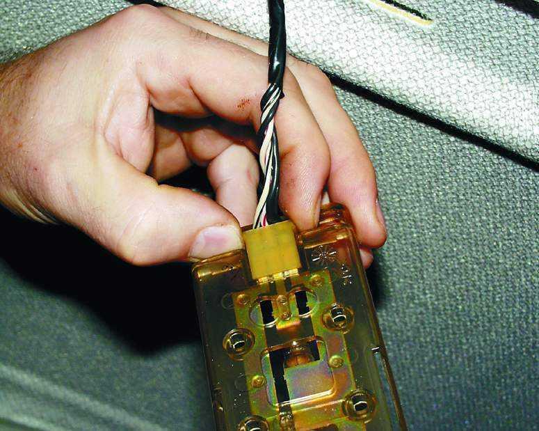 Замена плафона освещения салона ВАЗ 2110