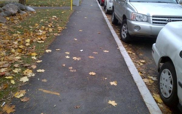 Нарушение стоянка на тротуаре